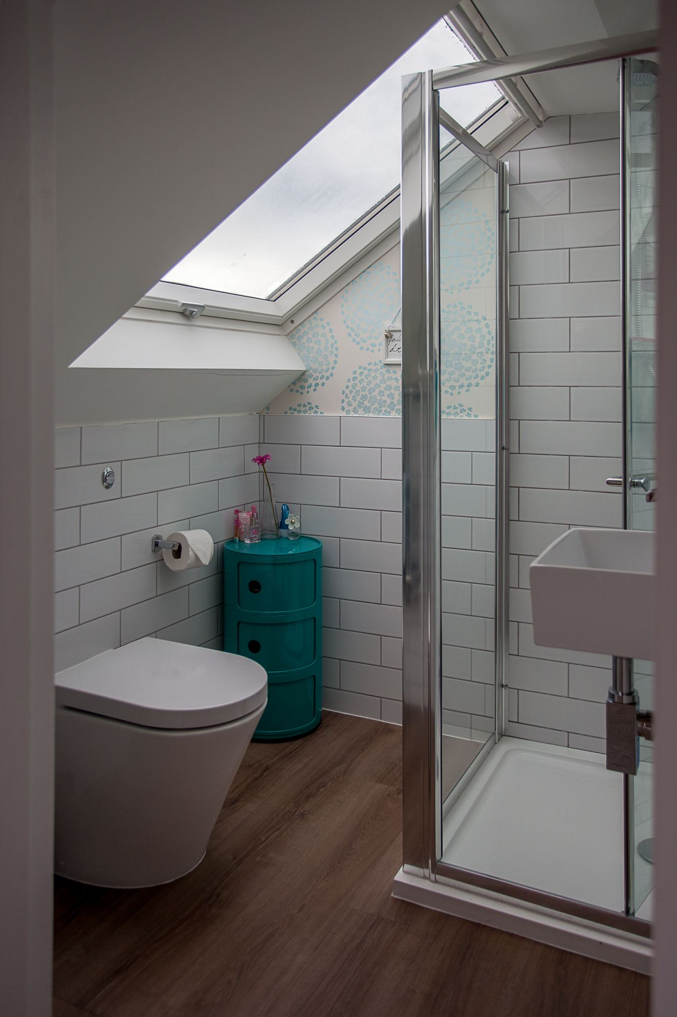 Fitting a shower enclosure under a sloping ceiling SkyLofts